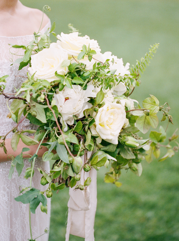 wild-and-organic-vine-wedding-bouquet