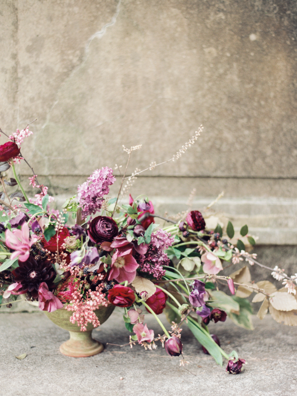 amy-osaba-purple-wedding-flowers