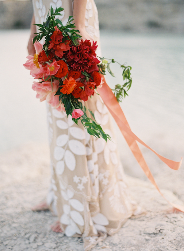 dramatic-red-wedding-bouquet