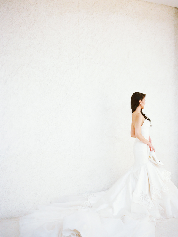 dramatic-white-trumpet-wedding-dress