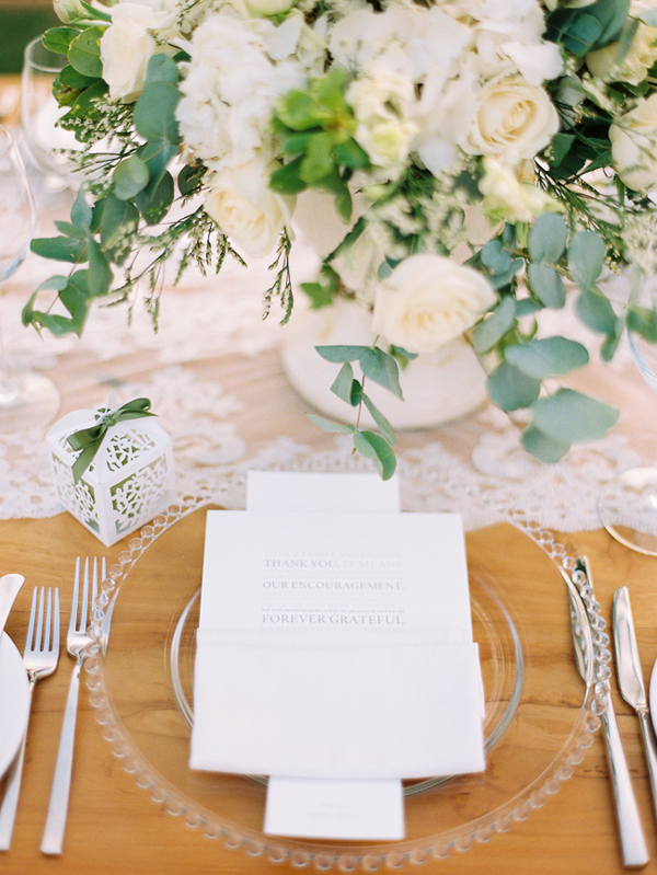 modern-white-wedding-flowers