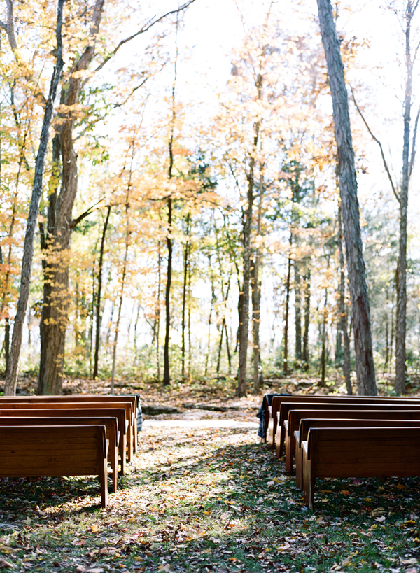 wedding-with-pews-outdoors