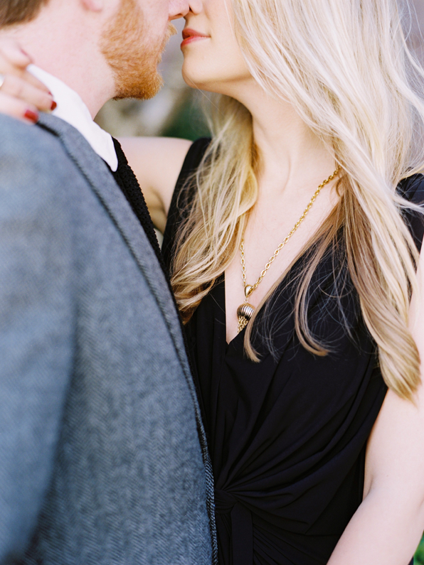 eleagant-organic-engagement-photo-ideas