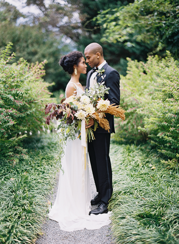 lush-wild-autumn-wedding-bouquet