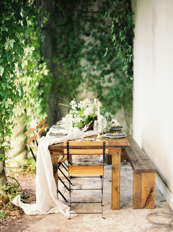 outdoor-wedding-ideas-intimate-backyard