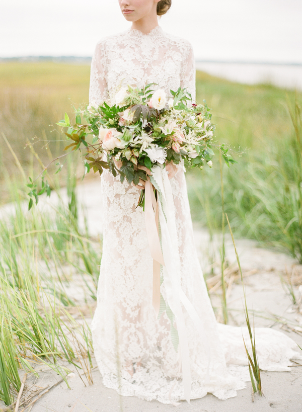 soft-neutral-wild-organic-wedding-bouqet