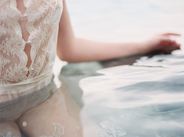 delicate-water-inspired-wedding-ideas