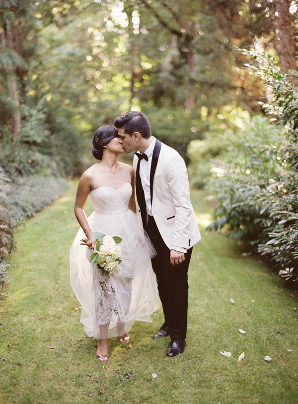 elegant-white-and-black-wedding-ideas