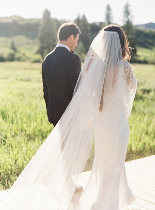 full-length-wedding-veil-outdoor