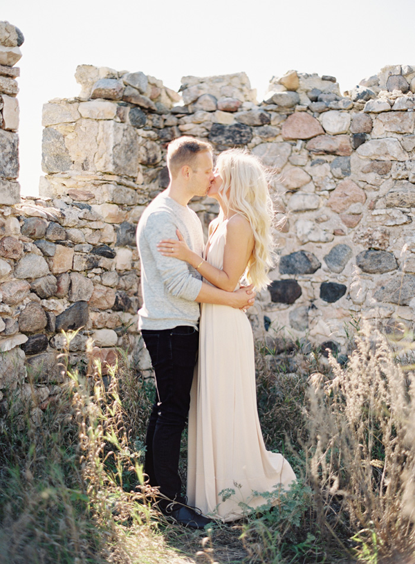 natural-organic-outdoor-wedding-engagement-portrait