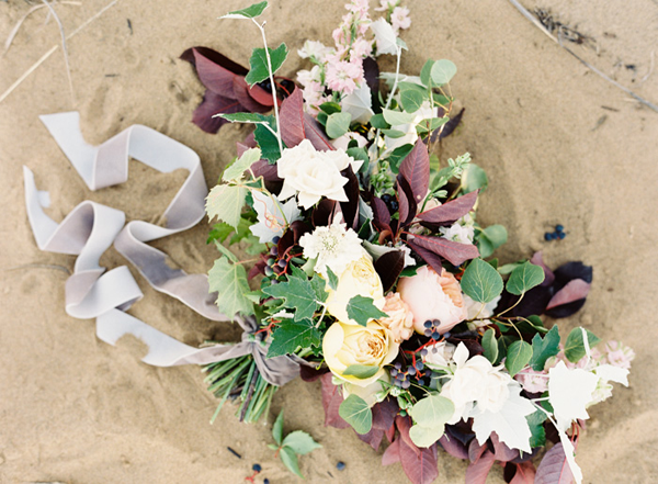 natural-white-and-purple-wedding-bouquet