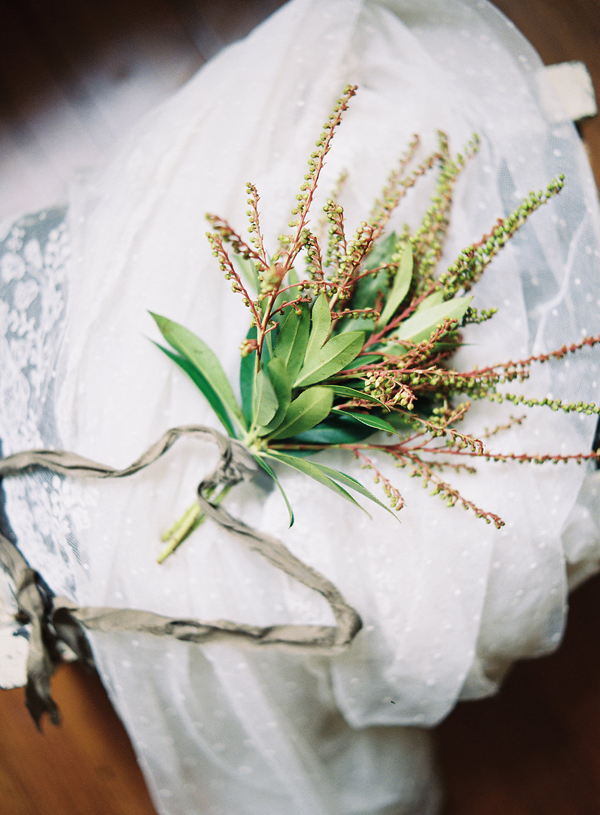 simple-pieris-wedding-boquet