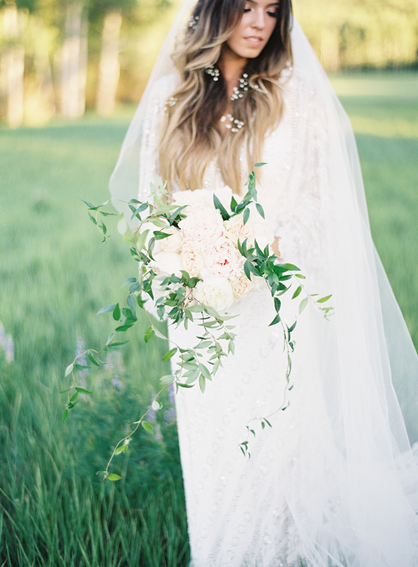 wild-white-and-green-wedding-bouquet