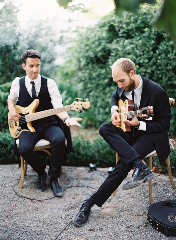 casual-folk-band-wedding