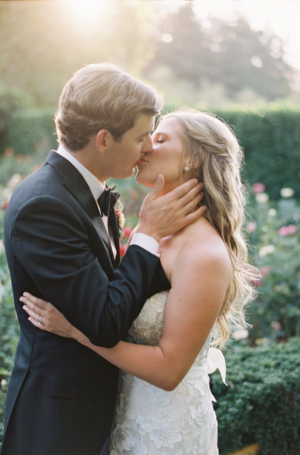 enjoy-events-napa-wedding-natural-kiss