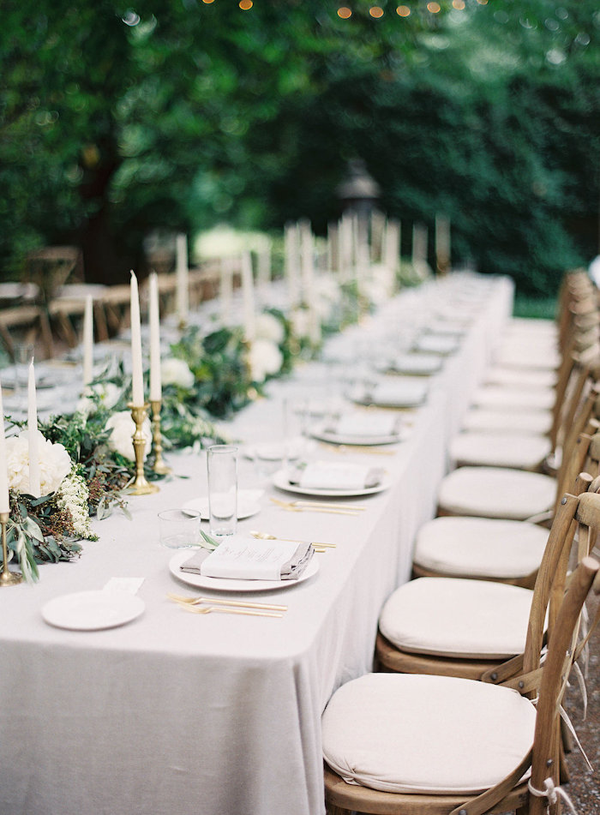 linen-tablecloth-neutral-wedding-flowers