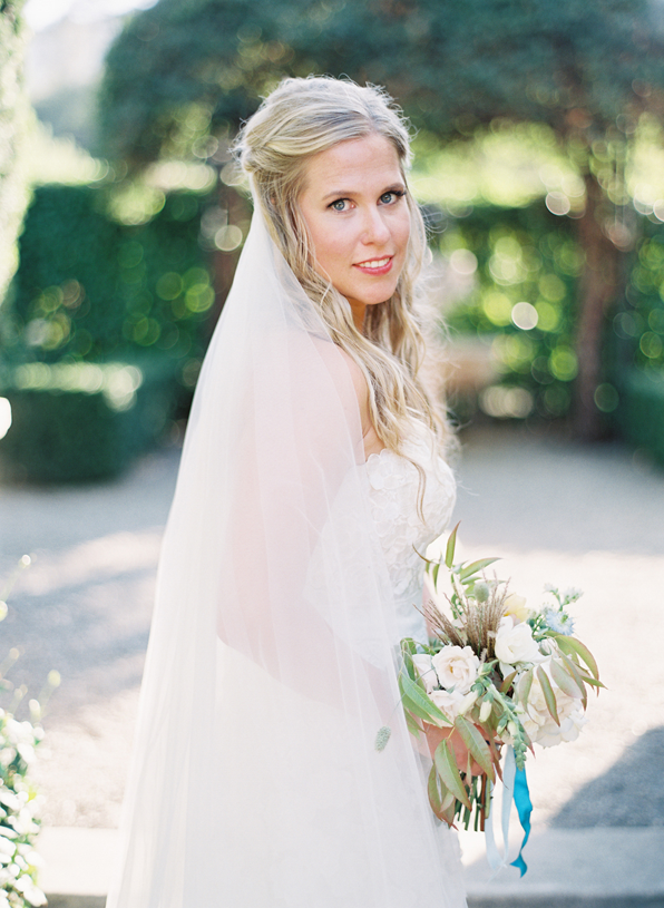 natural-wedding-makeup-veil-hair