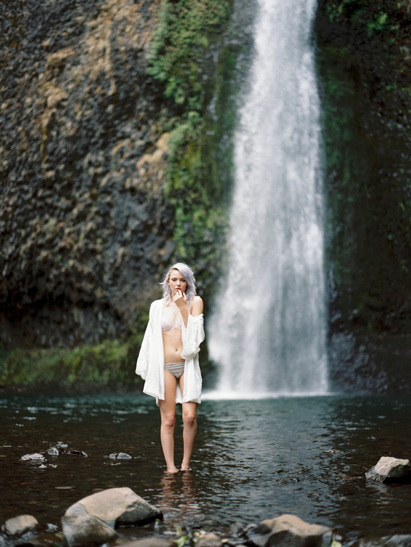 oregon-waterfall-wedding-inspiration-ideas