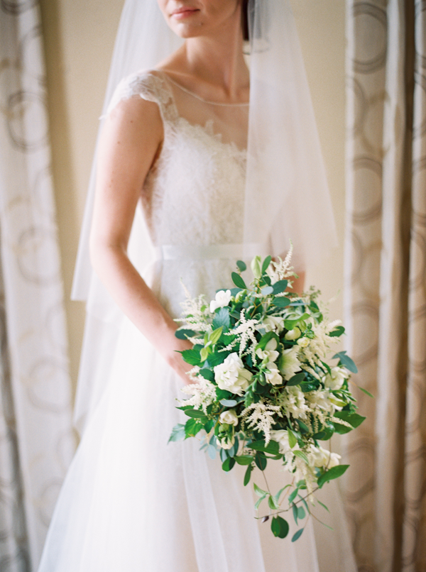 organic-white-and-green-wedding-bouquet