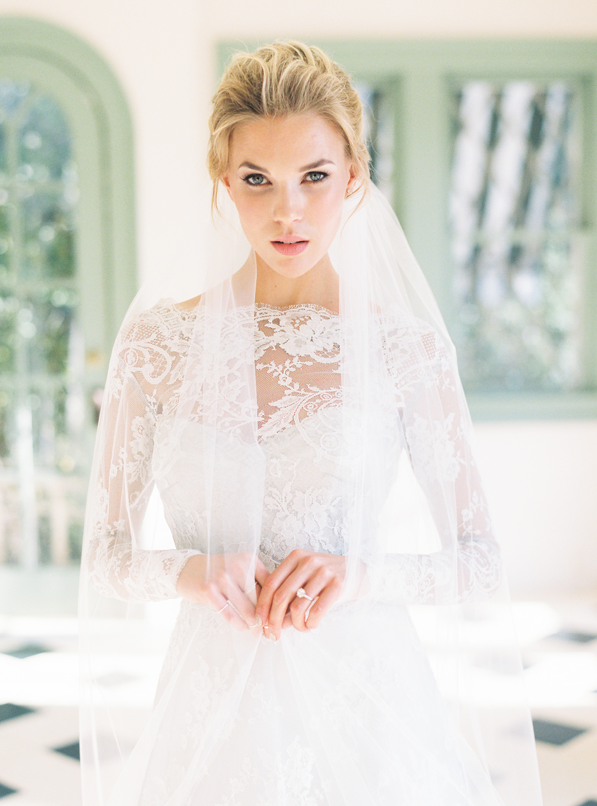 wedding-veil-bridal-portraits