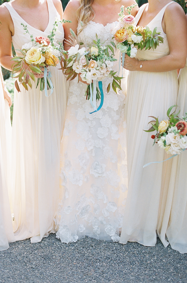 white-neutral-bouquet-with-pops-of-color