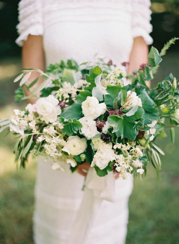 15-elisa-bricker-white-green-wedding-bouquet