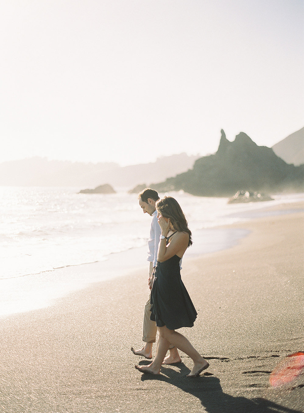 9-romantic-beach-engagement-rylee