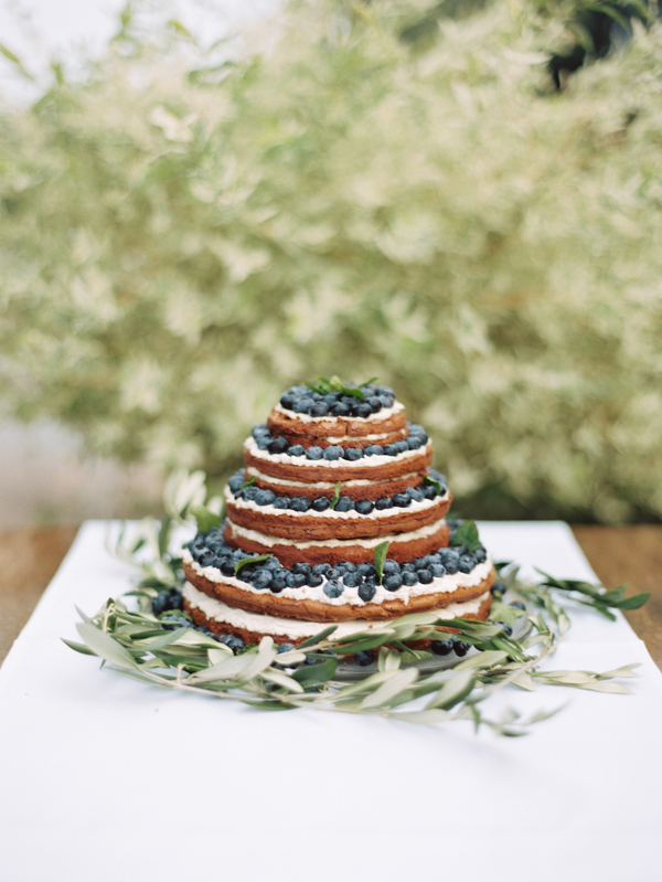 natural-uniced-wedding-cake