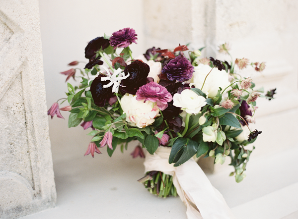 purple-white-wedding-bouquet-natural