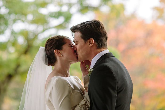 14-first-kiss-wedding