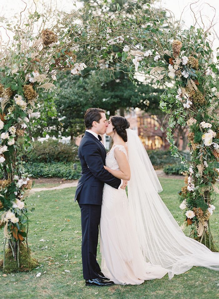 15-grapevine-wedding-arch