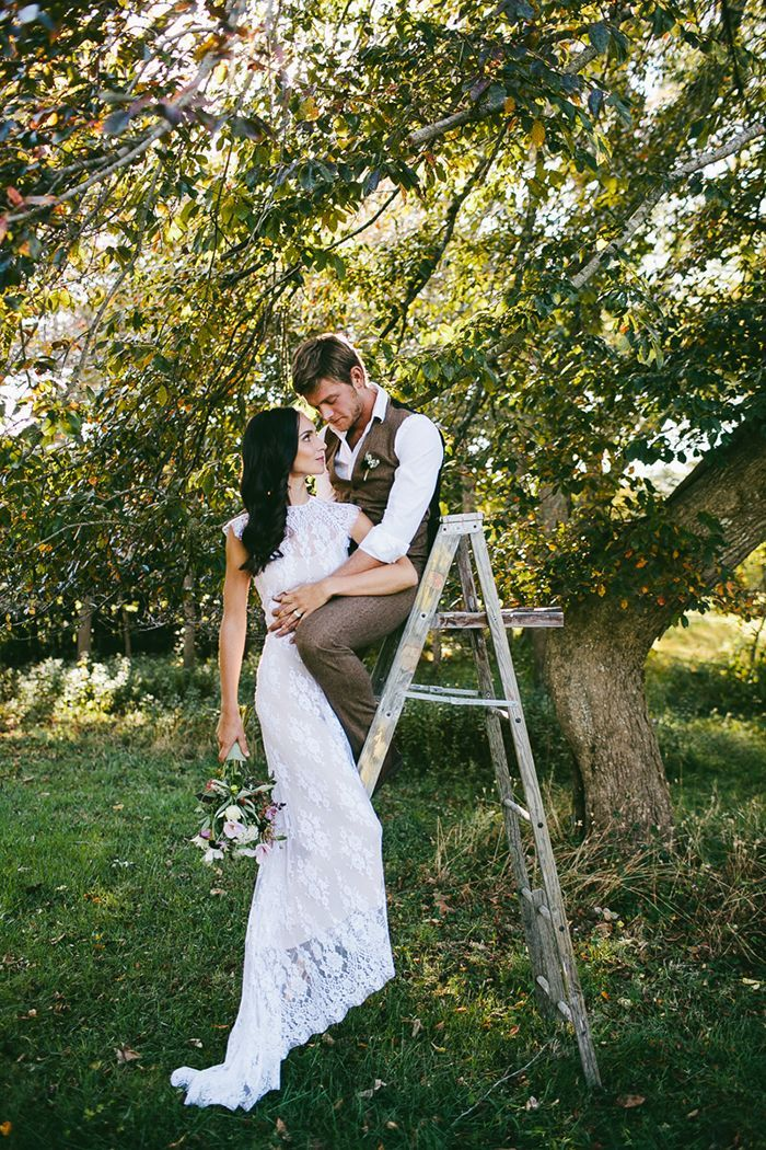 18-lace-wedding-gown-ladder