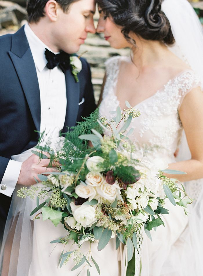 29-green-white-wedding-bouquet