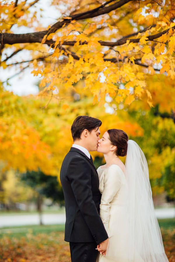 30-fall-wedding-yellow-leaves