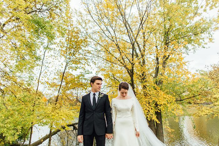 31-fall-wedding-yellow-leaves