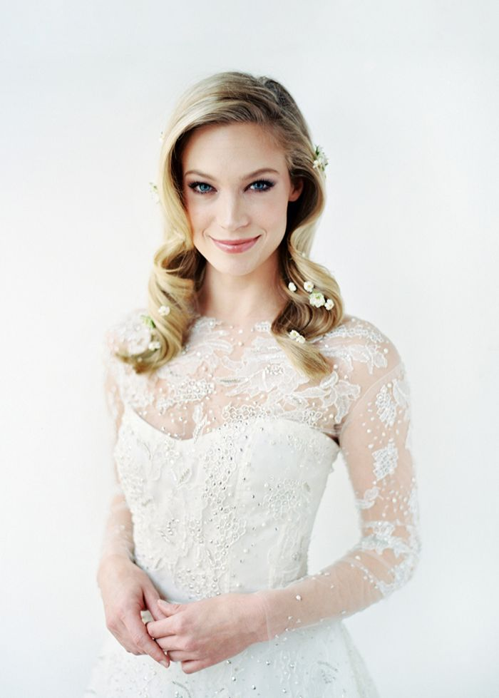 4-delicate-lace-wedding-gown