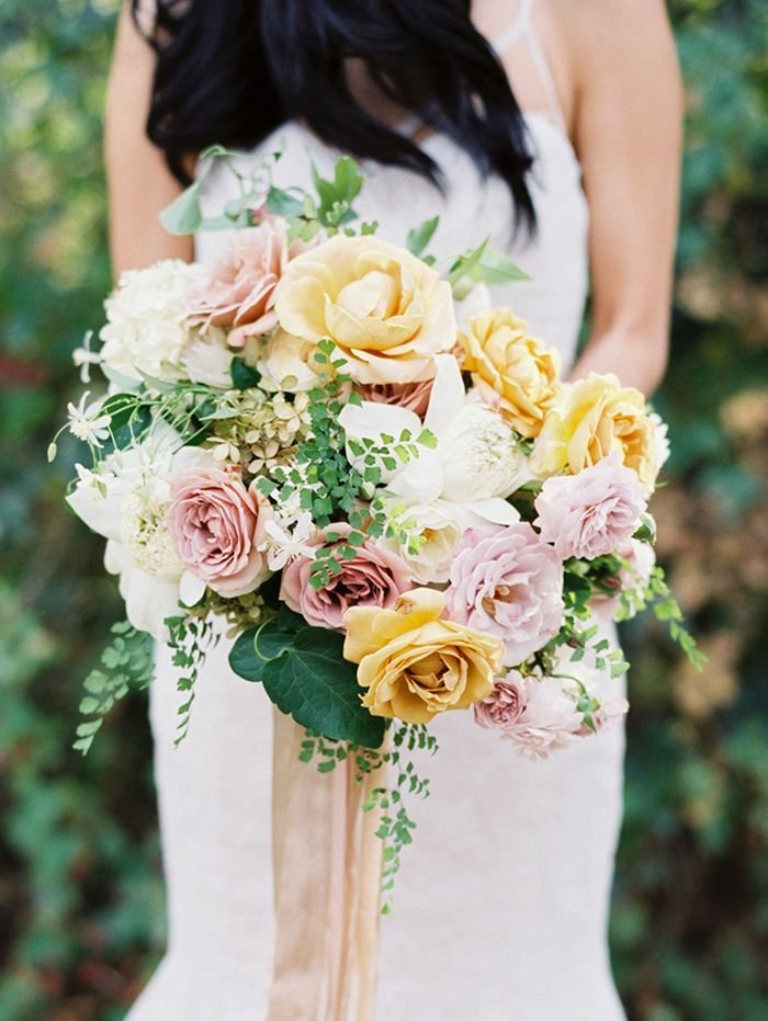 5-wedding-bouquet-yellow-pink
