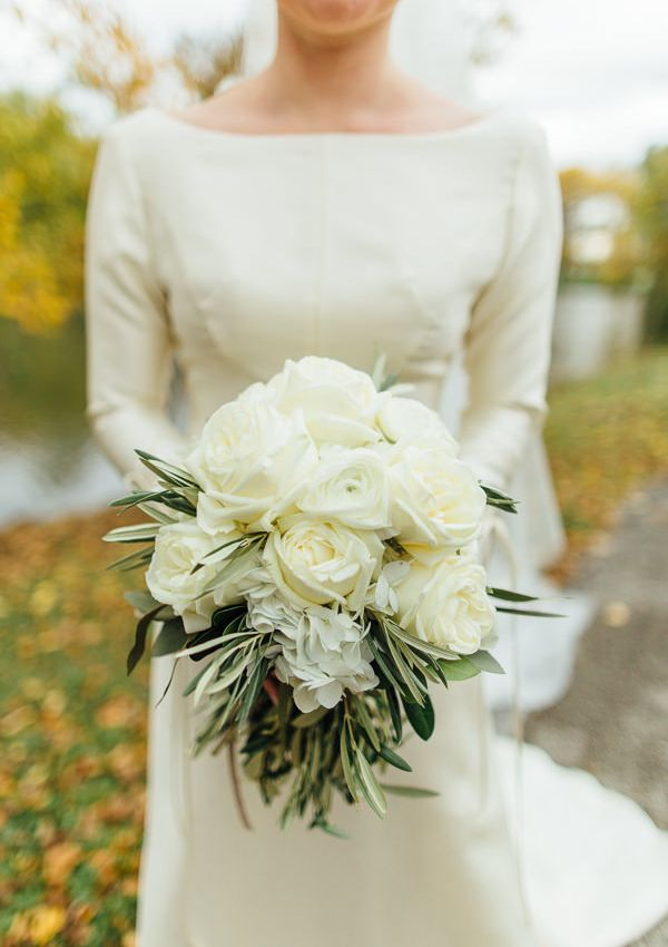 5-white-rose-bouquet