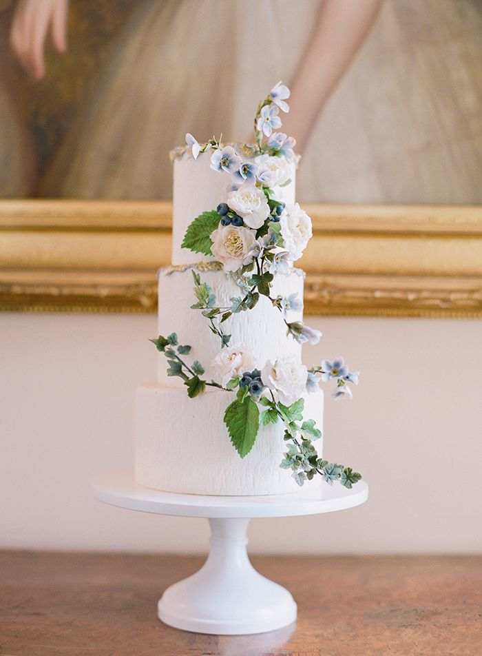 7-wedding-cake-blue-flowers-sugar-flowers