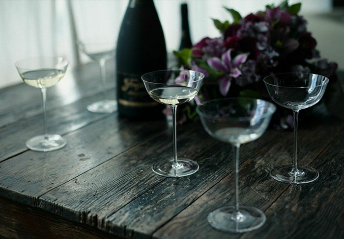 delicate-toasting-glasses-champagne