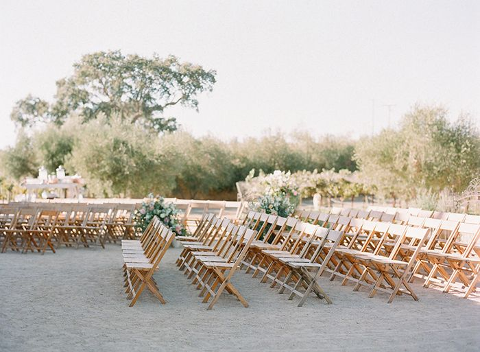 13-outdoor-wedding-natural-wood-chair