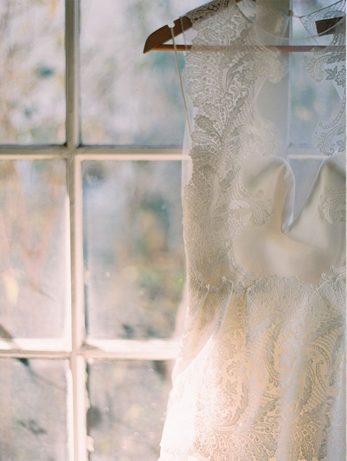 15-simple-lace-wedding-gown