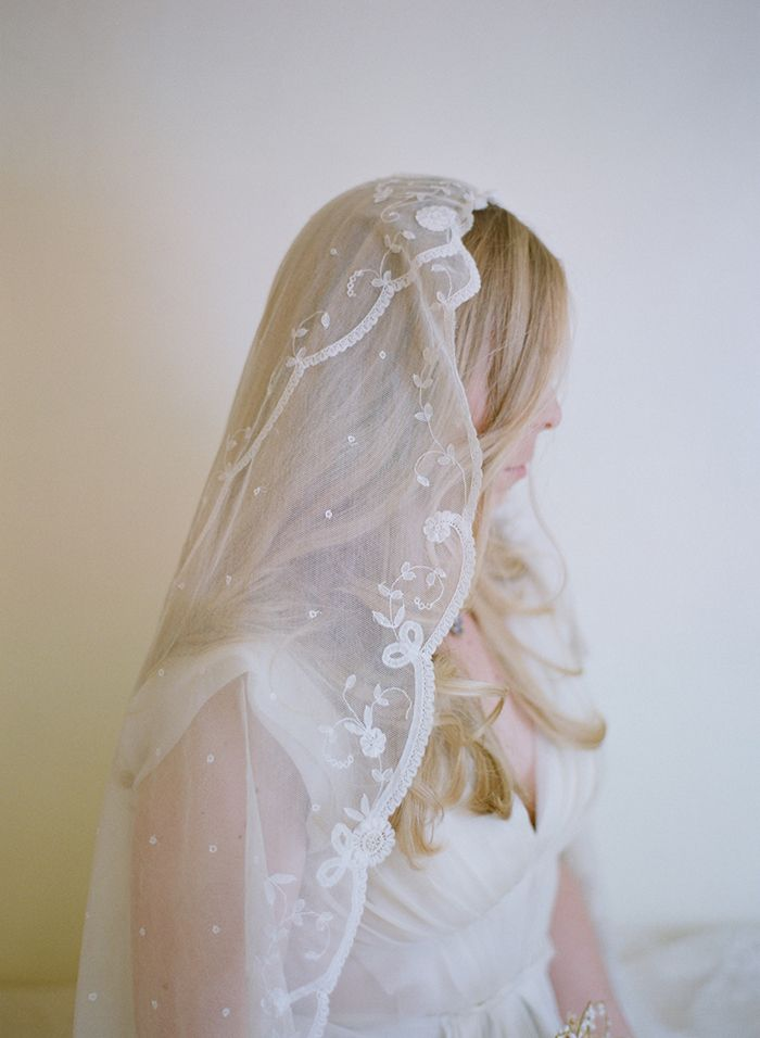 23-delicate-lace-wedding-veil