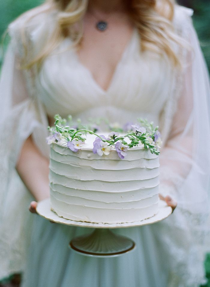 28-simple-white-wedding-cake