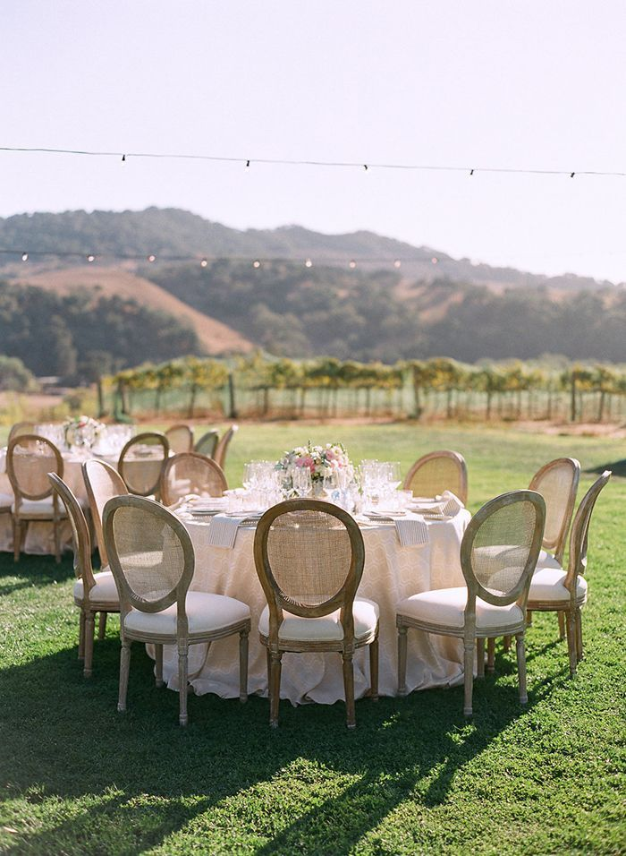 30-outdoor-wedding-reception-round-tables