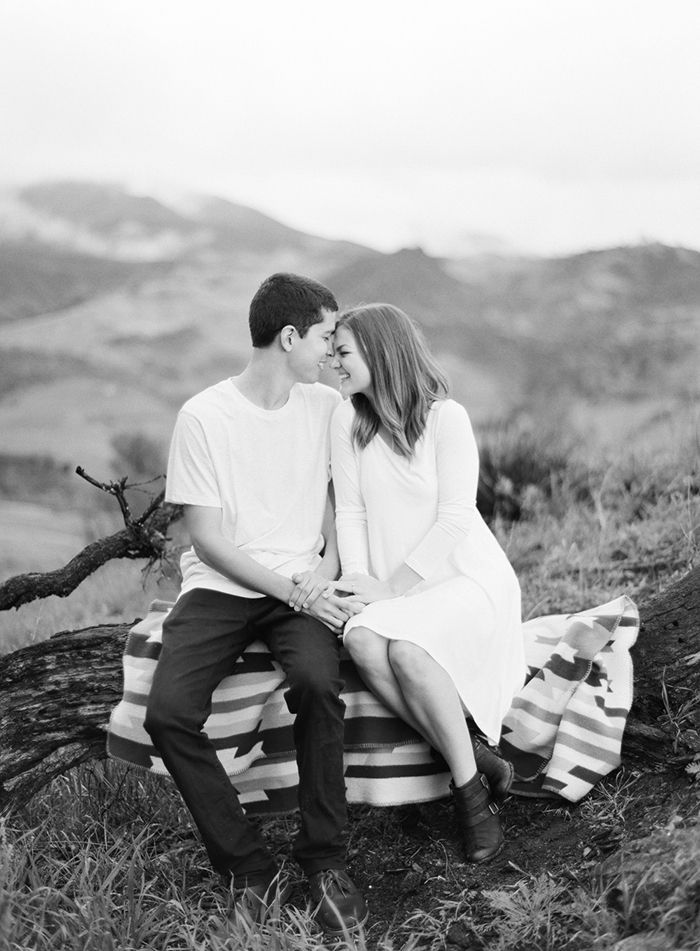 8-vintage-blanket-engagement-session