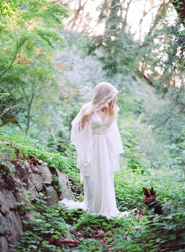 9-lace-wedding-gown-forest-photography