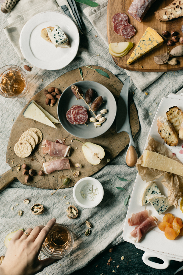 charcuterie-platter-cheese-meat-styling-dinner-apps