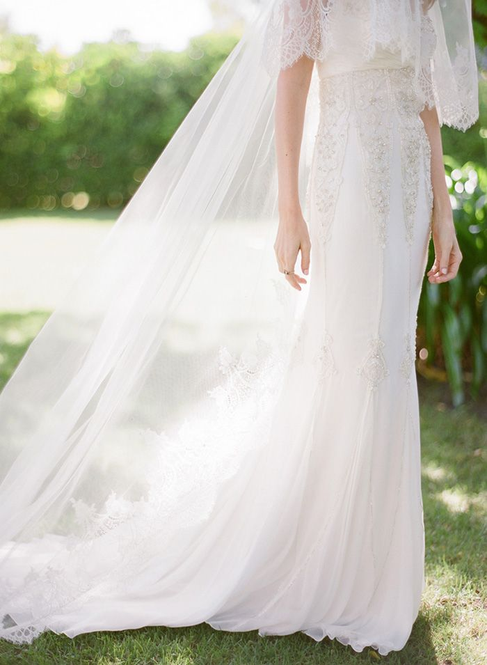 10-elegant-lace-wedding-gown