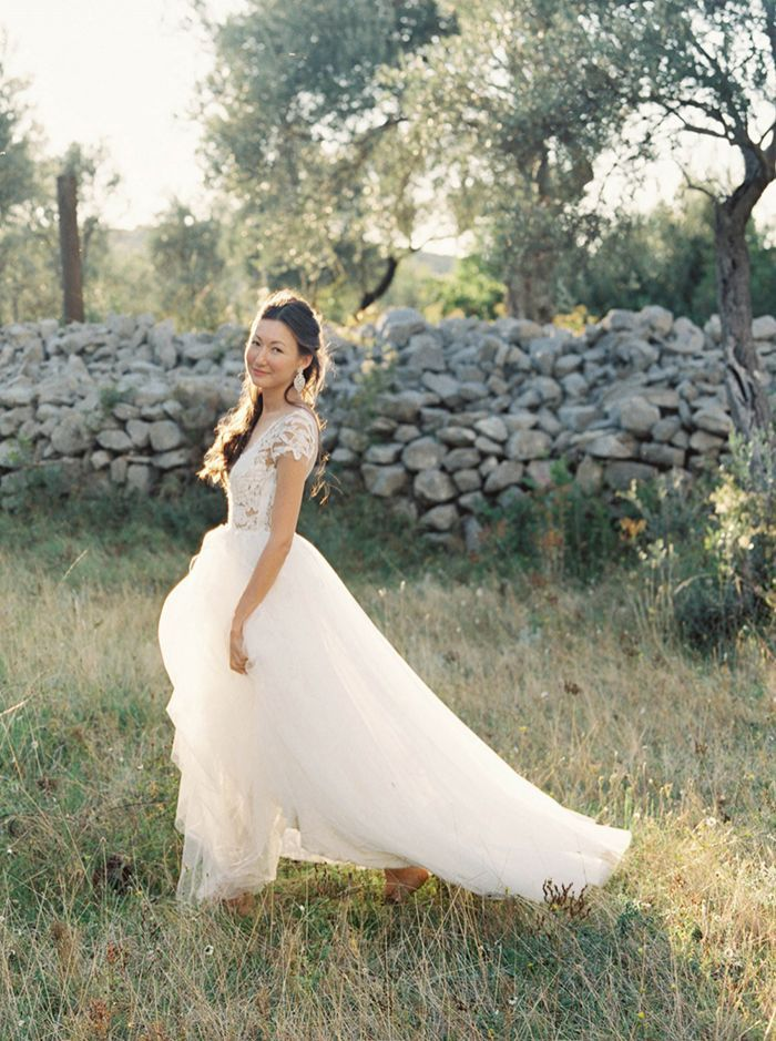 11-joseba-sandoval-spring-outdoor-wedding-lace-gown